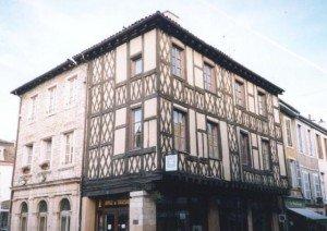 visiter_tournus-vielle__ville-tete_noire_ot1-300x212